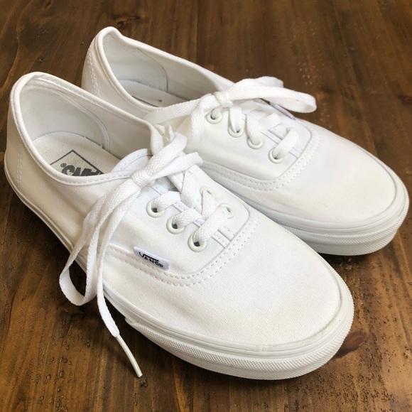 c020a03cd179 Vans all white. M 5b640c7f81bbc8bbe658f0d8